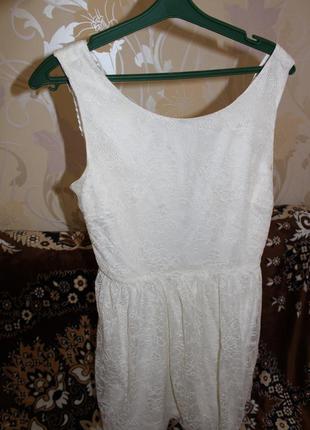 Фирменное гипюровое платье