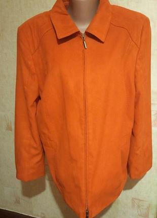 Яркая рыжая куртка под замш