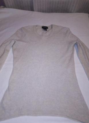 Качественный свитер в хорошем состоянии