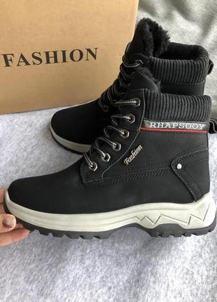 Темно-серые ботинки зимние на меху, кроссовки