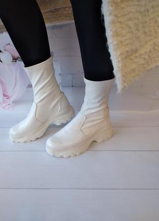 Кожаные ботинки берцы белые