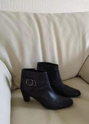Кожаные ботинки 40й на  низком