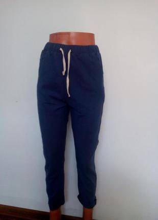 Штани стрейчеві літні джинсового кольору.
