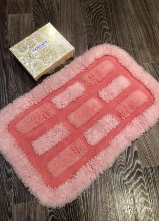 Милый розовый коврик для ванны