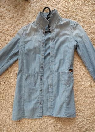 Джинсовая  брендовая рубашка