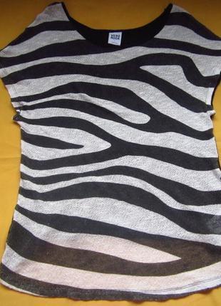 Фирменная футболка кофточка,чёрно-белая