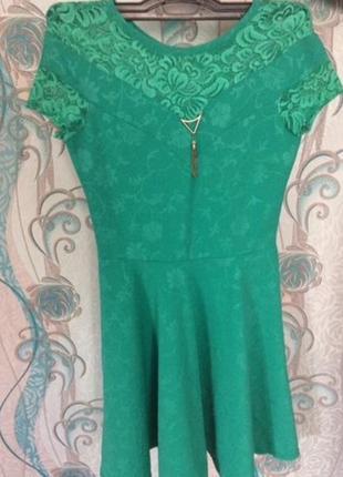 Платье зелёное короткое