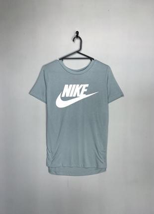 Nike спортивна світла футболка з великим принтом логотипу. свіжі колекції.