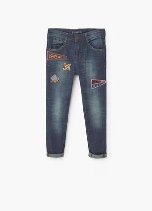 Джинси з нашивками джинсы mango