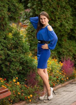 Сукня вечірня з відкритими плечима. синя сукня.