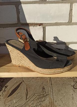 Босоножки сандалии на танкетке
