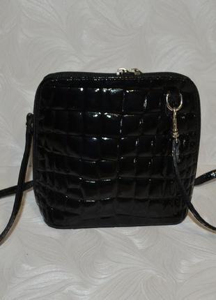 Лаковая кожаная сумочка