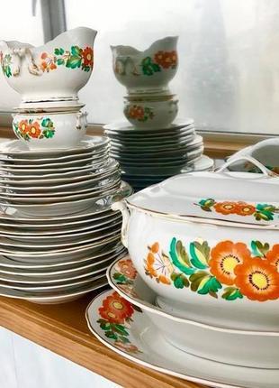 Красивый обеденный сервиз на 6 персон с ручной росписью.тарелки.блюда