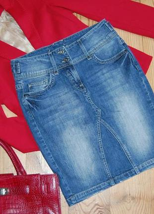 Стильная джинсовая юбка карандаш с потертостями миди crew clothing eight