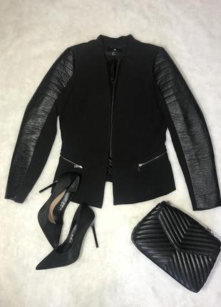 Красивый чёрный пиджак