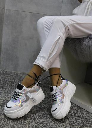 Белые кросы с перламутровыми вставками