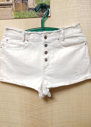Мини - шорты бренда  pull&bear