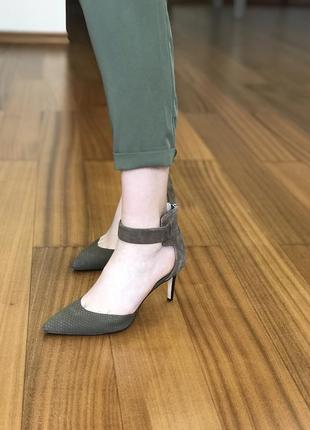 Замшевые туфли с ремешком вокруг щиколотки calvin klein