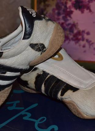 Кроссовки adidas из меха пони