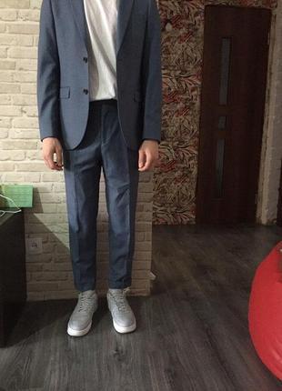Очень стильный костюм.