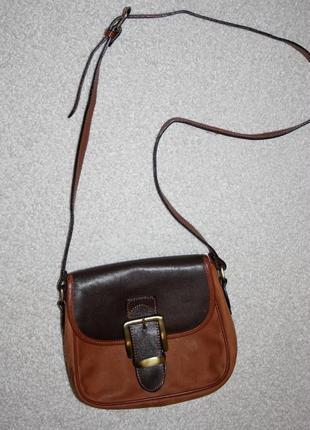 Кожаная сумочка через плече.