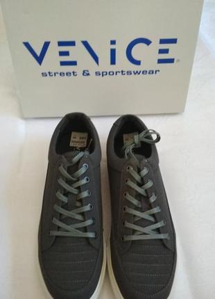 Мужские кроссовки бренда venice.