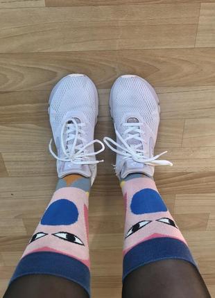 Пудровые кроссовки для бега