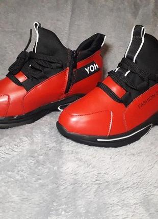 Новые легкие красные кроссовки