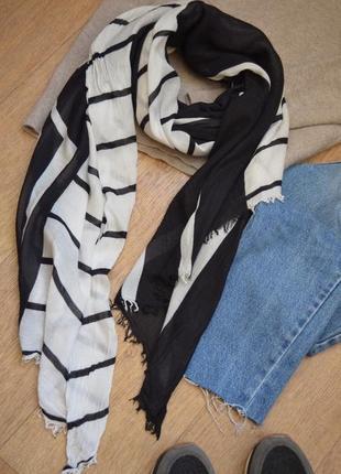 Черный с белым шарф палантин шаль легкий стильный с геометрическим принтом полосатый