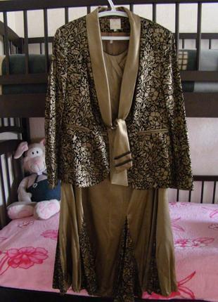 Продам шикарный нарядный костюм тройку