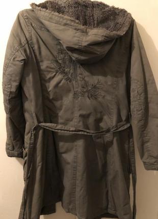 Красивая куртка фирмы yalihengshi