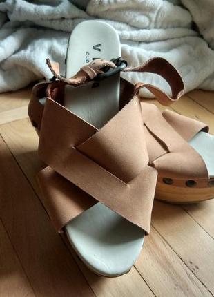 Босоножки / сандалии / туфли на танкетке
