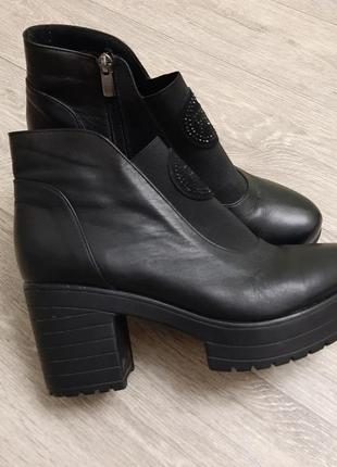 Крутые кожаные ботинки, ботильоны