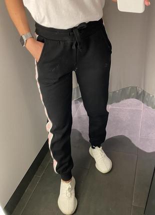 Спортивные штаны с лампасами треники джоггеры amisu есть размеры