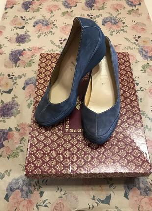 Актуальные туфли на широкой подошве