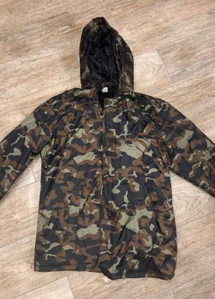 Куртка ветровка на флисе камуфляжная