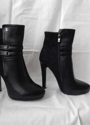 Демисезонные ботинки. абсолютно новые