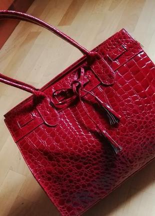 Красная бордрвая  сумка новая