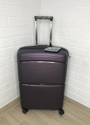 Стильный чемодан из полипропилена