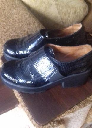 Туфли из натуральной лаковой кожи р.39