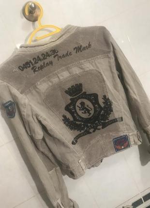 Джинсовая куртка с вышивкой женская с принтом