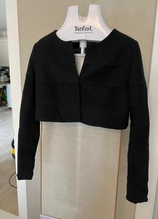 Чёрный короткий шерстяной пиджак