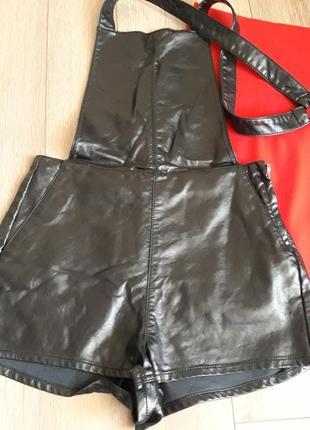Кожаный комбинезон чёрного цвета