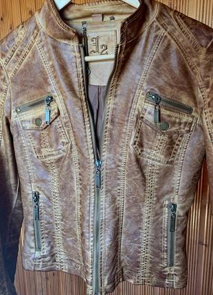 Дуже стильна шкіряна куртка
