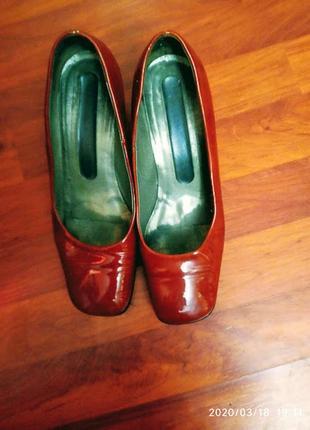 Sale до 08.06 трендовые лакированные кирпично- оранжевые туфли с квадратным носком кожа