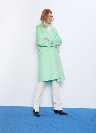 Пальто zara из последней коллекции. размер s