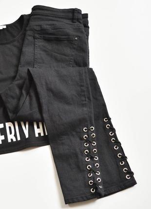 Стильные джинсы со шнуровкой