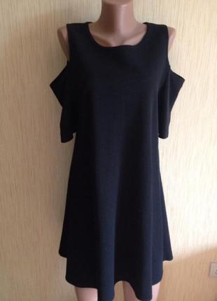 Милое платье c открытыми плечами