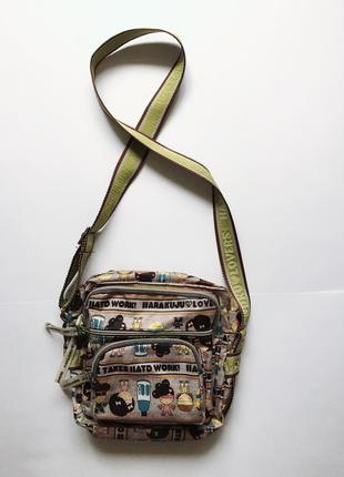 Яркая оригинальная фирменная сумочка на ремешке