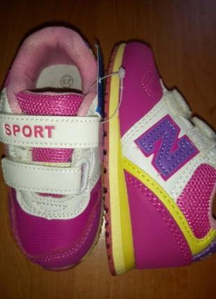 Очень класние кросовки для маленькой девочки